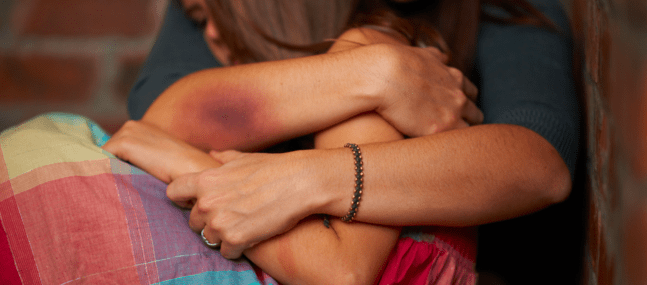 Confinement : Les femmes et les enfants battus sont en danger
